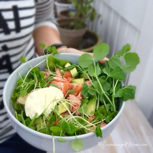 Salad with smoked salmon and cold cauliflower bearnaise - the perfect LCHF lunch --> MyCopenhagenKitchen.com